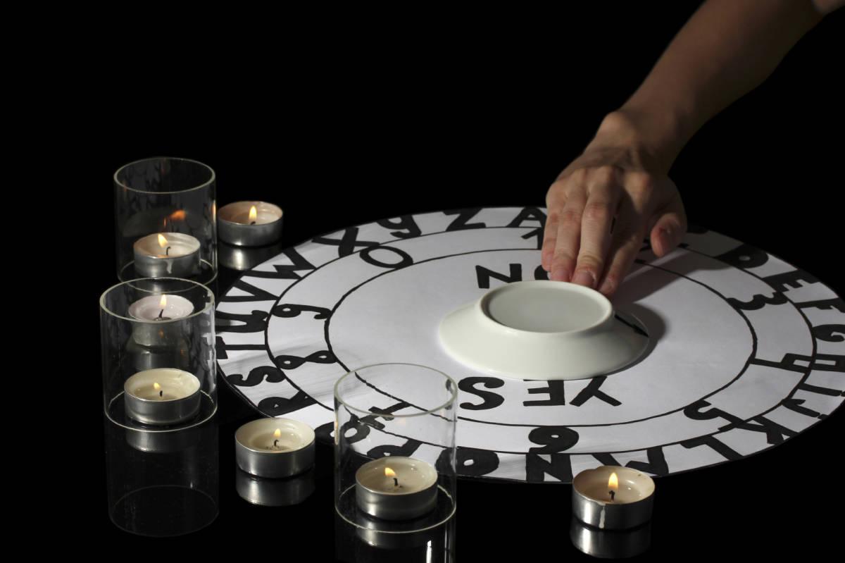 spiritualistic seance